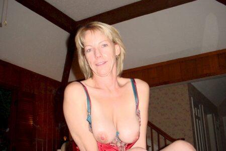 Femme mature coquine soumise pour gars dominateur