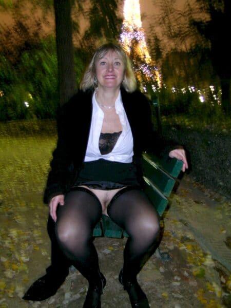 Très belle femme coquine qui est intéressée par un plan baise